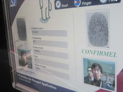 eパスポートの認証画面(写真)